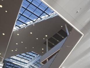 Jakość powietrza w biurach i projektowanie sprzyjających pracy budynków biurowych. Rozmowa